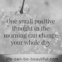 #positivethinking #positivequotes #positivevibes #goodmorning #freshday #newweeknewstart #lookonthebrightside #mentalhealthrecovery #recovery #smile #bloggerloveshare #bloggerstribe #faith #believeinyourself #loveyourself #yolo 💛
